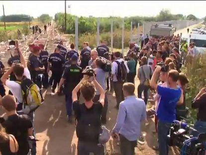 Hungria fecha fronteira e criminaliza entrada ilegal de refugiados