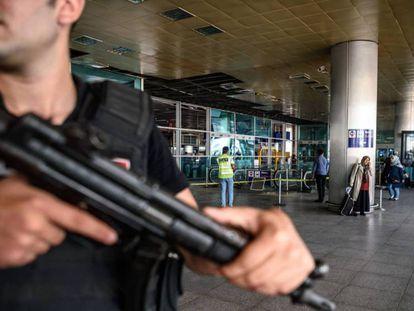 Vigilância no aeroporto de Istambul depois dois atentados