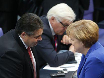 Merkel e Sigmar Gabriel, líder do SPD, em outubro em Berlim.