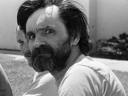 O criminoso norte-americano Charles Manson no Centro Médico de Califórnia, o 1 de agosto de 1980.