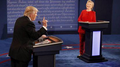Donald Trump e Hillary Clinton no debate em Nova York.