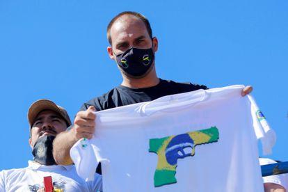 Eduardo Bolsonaro durante protesto pró-armas em Brasília, em julho de 2020.