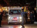 """AME2416. SAO PAULO (BRASIL), 14/07/2021.- Una ambulancia traslada al presidente de Brasil, Jair Bolsonaro, en el Hospital Vila Nova Star, en Sao Paulo (Brasil). El presidente de Brasil, Jair Bolsonaro, llegó este miércoles a Sao Paulo procedente de Brasilia para evaluar si debe ser sometido a una cirugía """"de emergencia"""" por una """"obstrucción intestinal"""", informaron fuentes oficiales. EFE/ Sebastiao Moreira"""