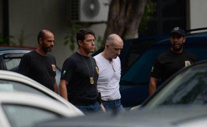 Empresário Eike Batista deixa a sede da PF, após depoimento no início do ano.