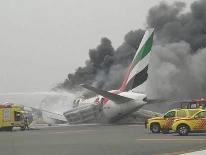 O avião da Emirates, depois de sofrer um acidente em Dubai