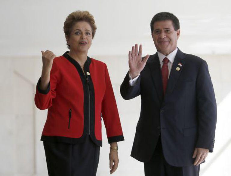 Dilma Rousseff e Horacio Cartes, presidente do Paraguai, durante a cúpula do Mercosul em julho.