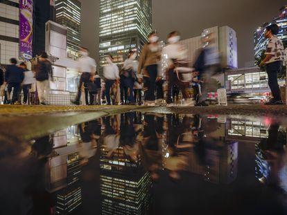 Pedestres na região de Shibuya, principal centro comercial e financeiro de Tóquio, nesta quarta.