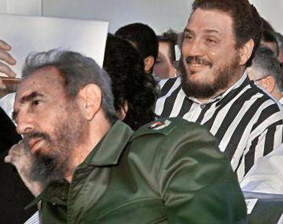 Fidel Castro Diaz-Balart com o pai, em 2002