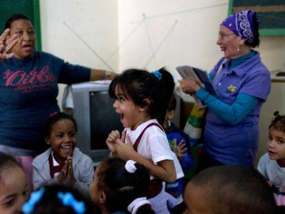 Celebração em um colégio de Havana / Foto: AP | Vídeo: Reuters