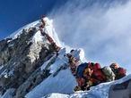 Colas en el Everest en la primavera de 2019. Nirmal Purja / AP