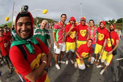 Torcedores mexicanos fantasiados de 'Chapolin', na Copa do Mundo de 2014.