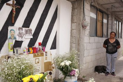 O altar erguido por Carmen em homenagem a três dos ladrões assassinados em Lomas de San Miguel, em Puebla.