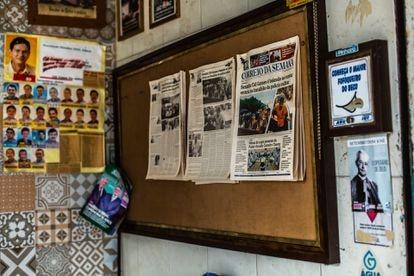 Lanchonete da cidade exibe jornal do dia em que Cid Gomes foi baleado.