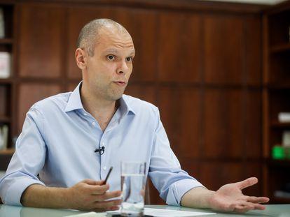 Covas deixa prefeitura de São Paulo para tratar novos focos de câncer e vice Ricardo Nunes assume