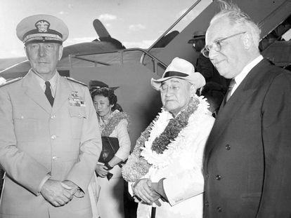 O primeiro-ministro japonês Shigeru Yoshida visitou Pearl Harbor em agosto de 1951, dez anos após o ataque.