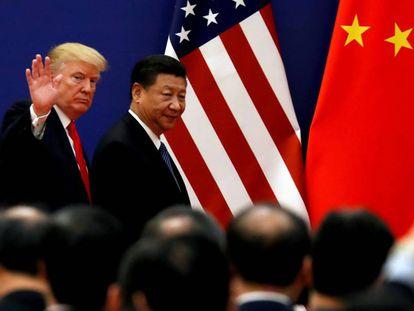 O presidente dos EUA, Donald Trump, e seu homólogo Xi Jinping, num encontro em Pequim em novembro de 2017.