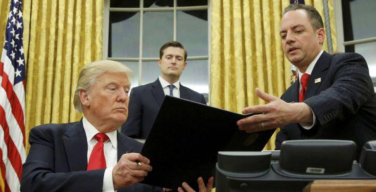 Donald Trump no Salão Oval.