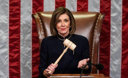 Nancy Pelosi, durante a sessão do 'impeachment' de Donald Trump.