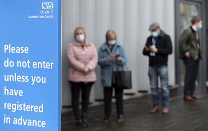 Fila em um centro de vacinação em Newcastle upon Tyne, na Inglaterra, em 11 de janeiro.