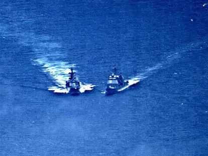 Um navio de guerra russo e um norte-americano a ponto de colidirem no Pacífico