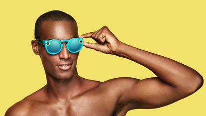 Os óculos Spectacles têm aparência de acessório de moda.