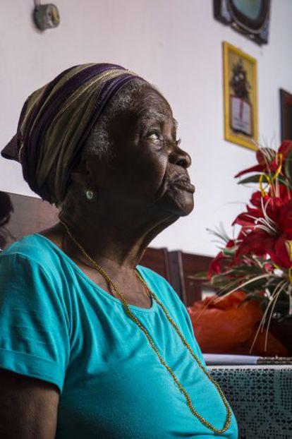 Dona Dalva Damiana, 89, vive na mesma casa em que nasceu, em Cachoeira.