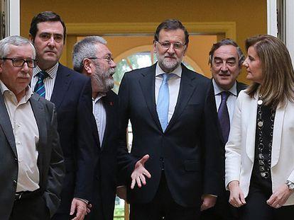 Rajoy e Báñez com os agentes sociais.