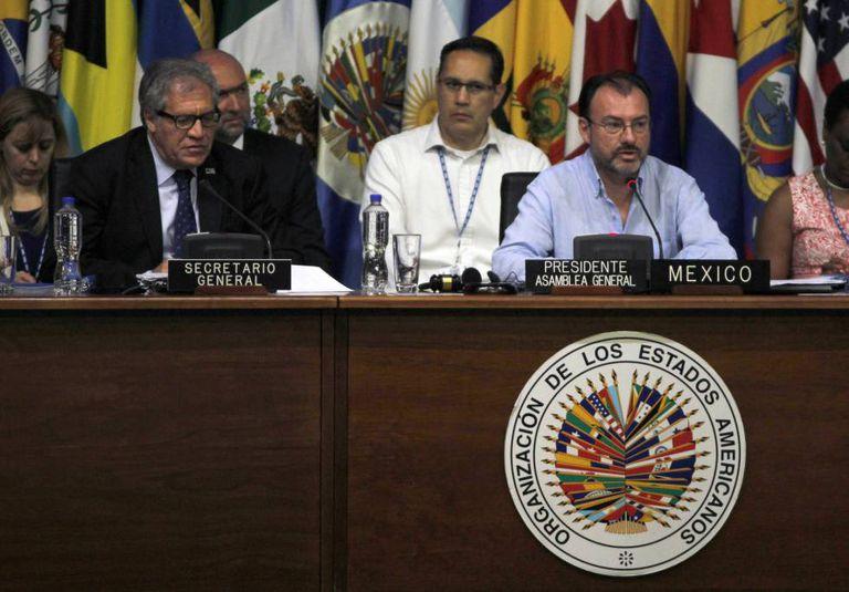 Da esquerda para a direita, Luis Almagro e Luis Videgaray.