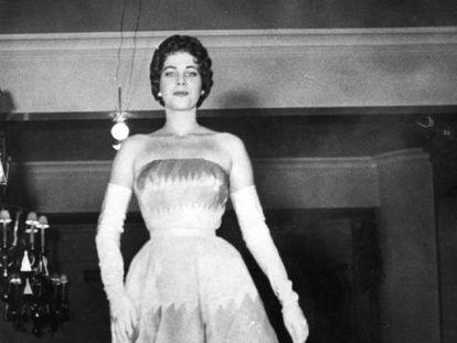 A então Miss Brasil Martha Rocha desfila na Festa do Algodão, no Ibirapuera, em 1954.