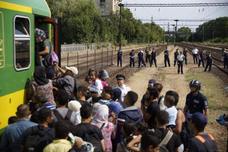 Refugiados tentam deixar a Hungria para a Áustria e a Alemanha, no último dia 3.
