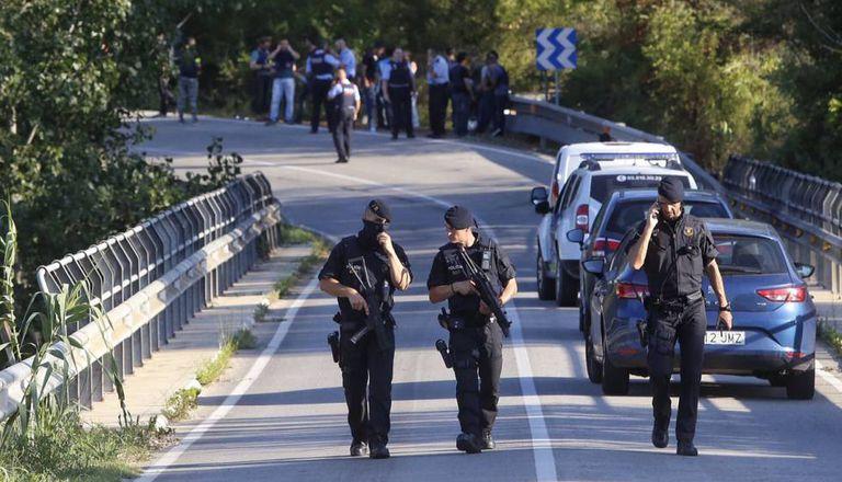 Policiais em Subirats, onde foi encontrado o autor do atentado de Barcelona