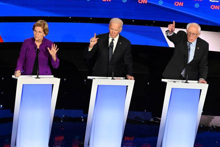 Os pré-candidatos democratas Elizabeth Warren, Joe Biden e Bernie Sanders. AFP