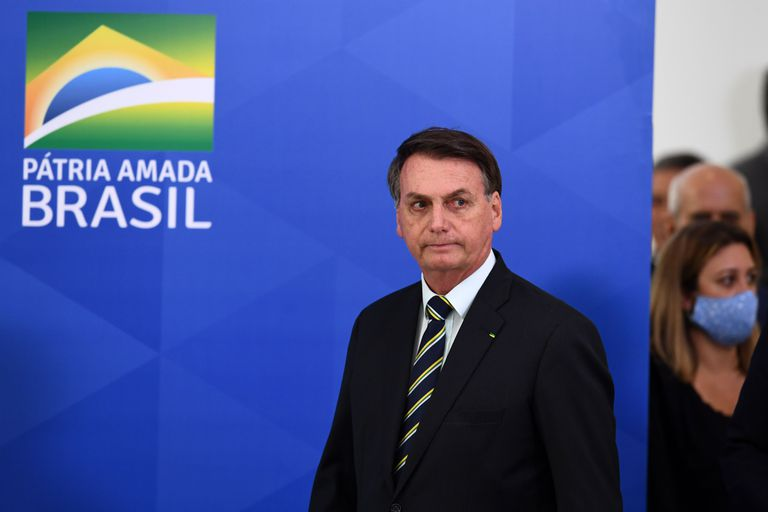 Bolsonaro chega ao local de pronunciamento.