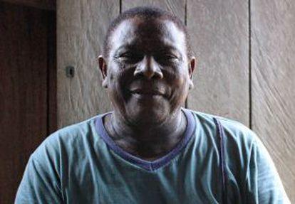 Manuel Raimundo Pereira dos Santos, Seu Tinga, quilombola neto de escravos fugidos que mora na comunidade da Tapagem, às margens do rio Trombetas.