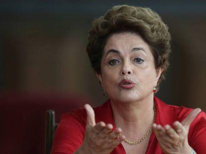 Dilma durante conferência de imprensa