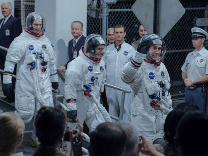 Desde a esquerda, Corey Stoll, Lukas Haas e Ryan Gosling, em 'First man (O primeiro homem)'.
