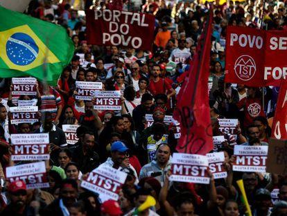 Manifestantes em São Paulo, nesta sexta-feira.