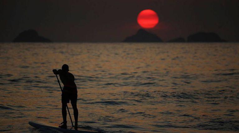 O solstício de verão acontece no dia 21 de dezembro no hemisfério sul