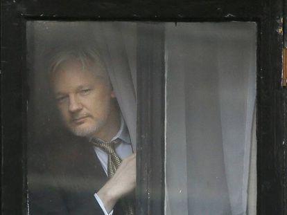 Julian Assange, fundador do Wikileaks, na embaixada do Equador em Londres em fevereiro.
