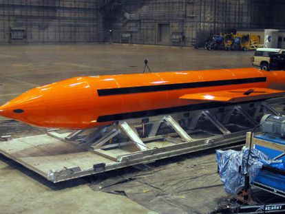 """Bomba MOAB GBU-43, a """"mãe de todas as bombas"""", cedida pelo Departamento de Defesa dos EUA."""