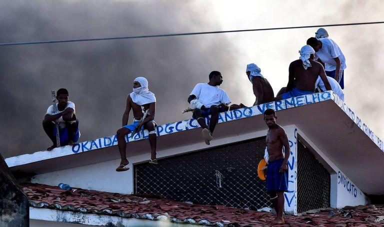 Detentos no confronto em Alcaçuz nesta quinta.