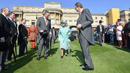A reina Elizabeth II durante um evento nos jardins de Buckingham em 2018.