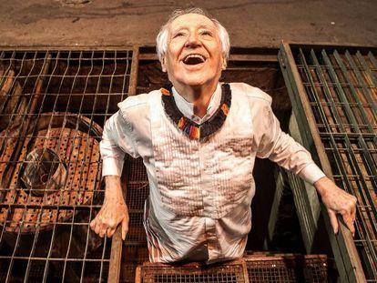 Zé Celso no piso subterrâneo do Teatro Oficina.