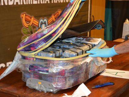 Uma das malas com cocaína encontradas na sede da embaixada da Rússia em Buenos Aires.