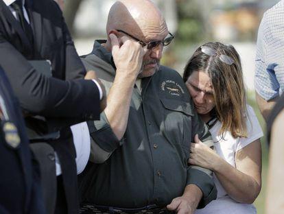 O pastor Pomeroy e sua esposa, cuja filha de 14 anos foi assassinada.