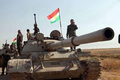 Tropas curdas durante uma operação contra o EI no Iraque.