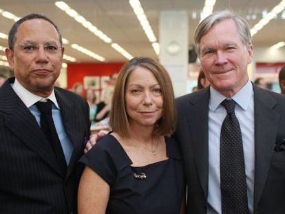 Jill Abramson, no centro, acompanhada de seu predecessor, o então diretor executivo Bill Keller (dir.) e Dean Buquet (esq.), que lhe substituirá no cargo.