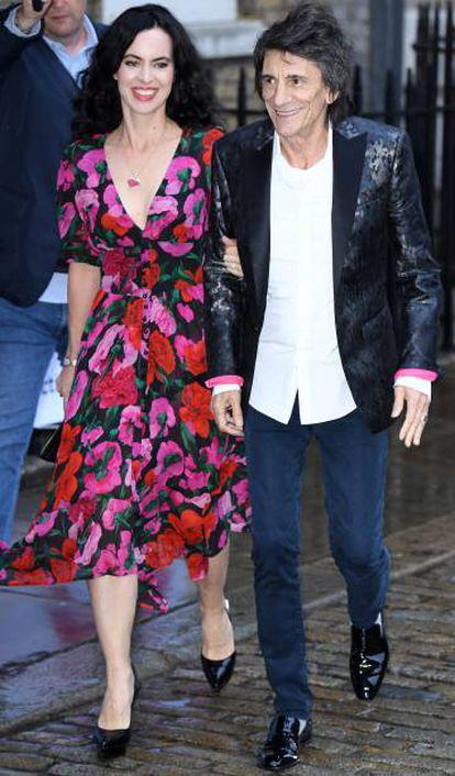 Sally Humphreys e Ronnie Wood, em Londres, em junho.