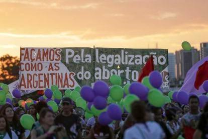 Marcha pela vida das mulheres e descriminalização do aborto em Brasília, em agosto de 2018.