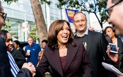 Kamala Harris e seu esposo em um evento democrata em San Francisco há dois anos.